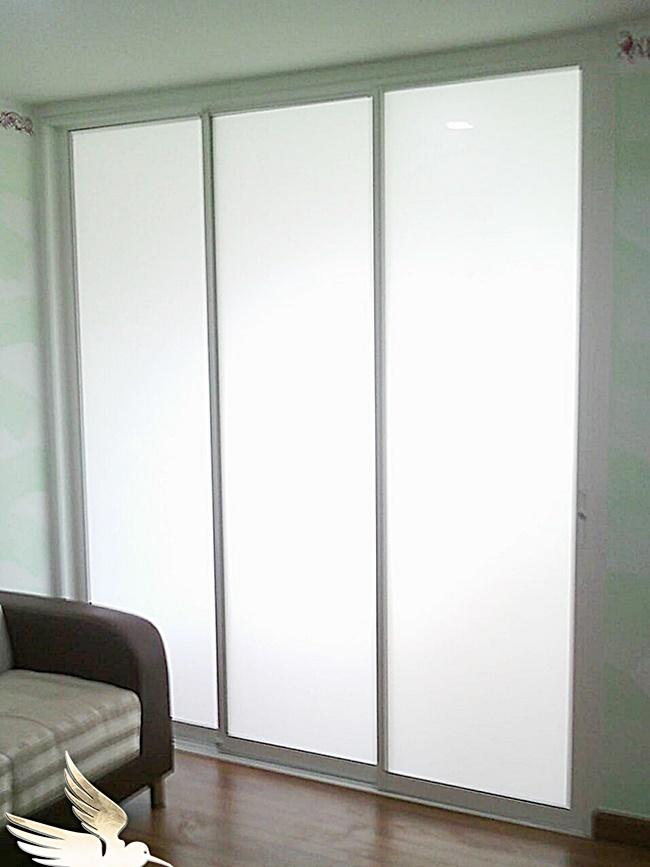 กระจกบานเลื่อน
